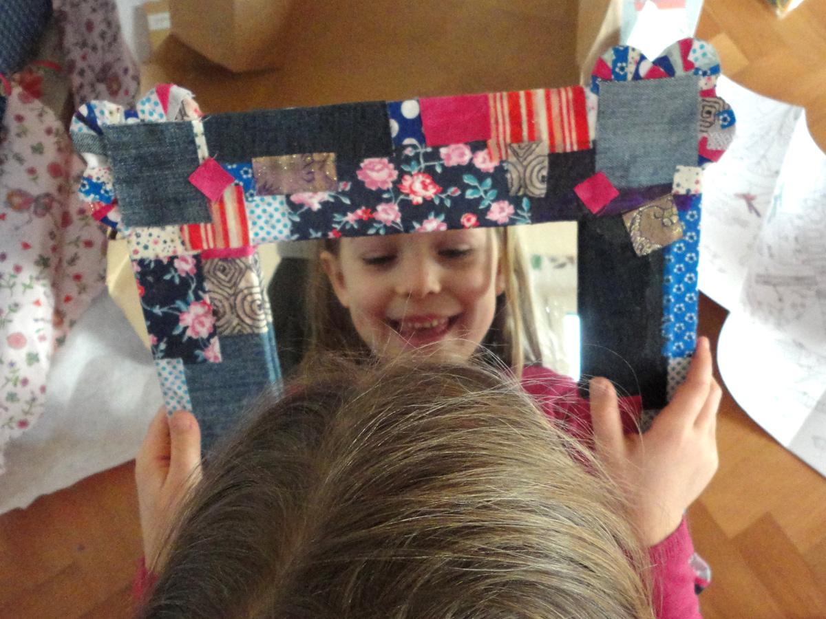 Kind im Spiegel