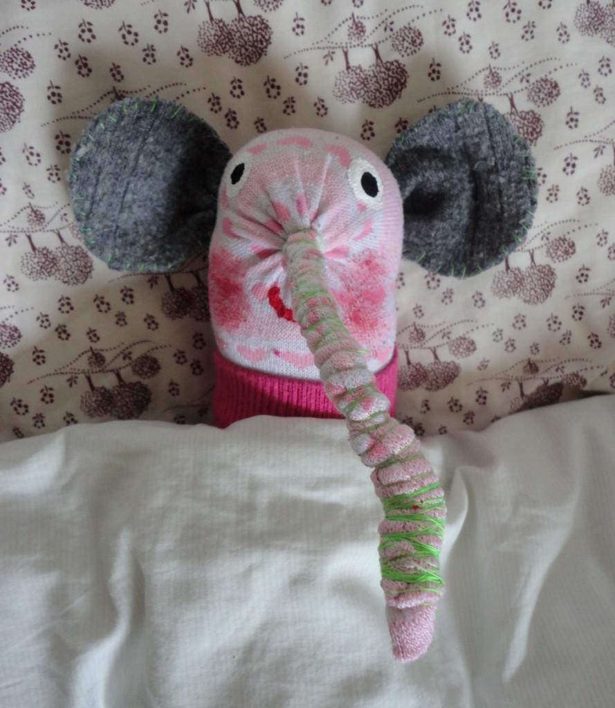 Elefant im Bett