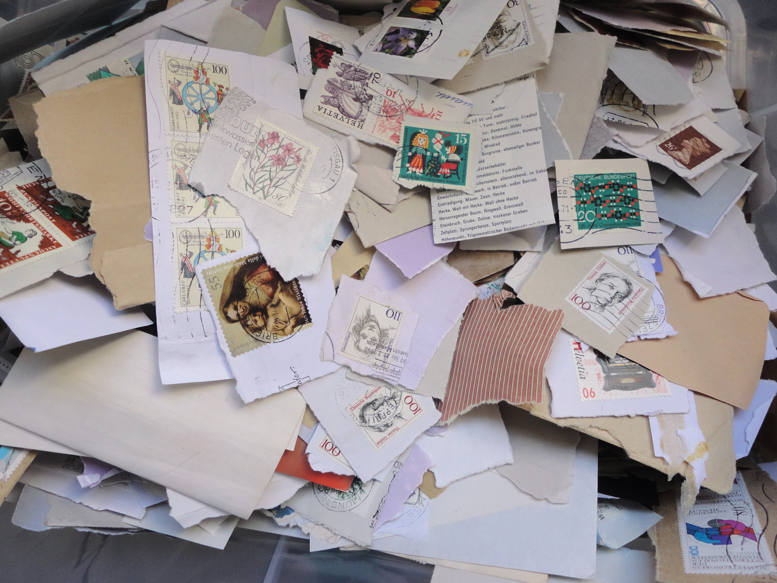 ausgeschnittene Briefmarken