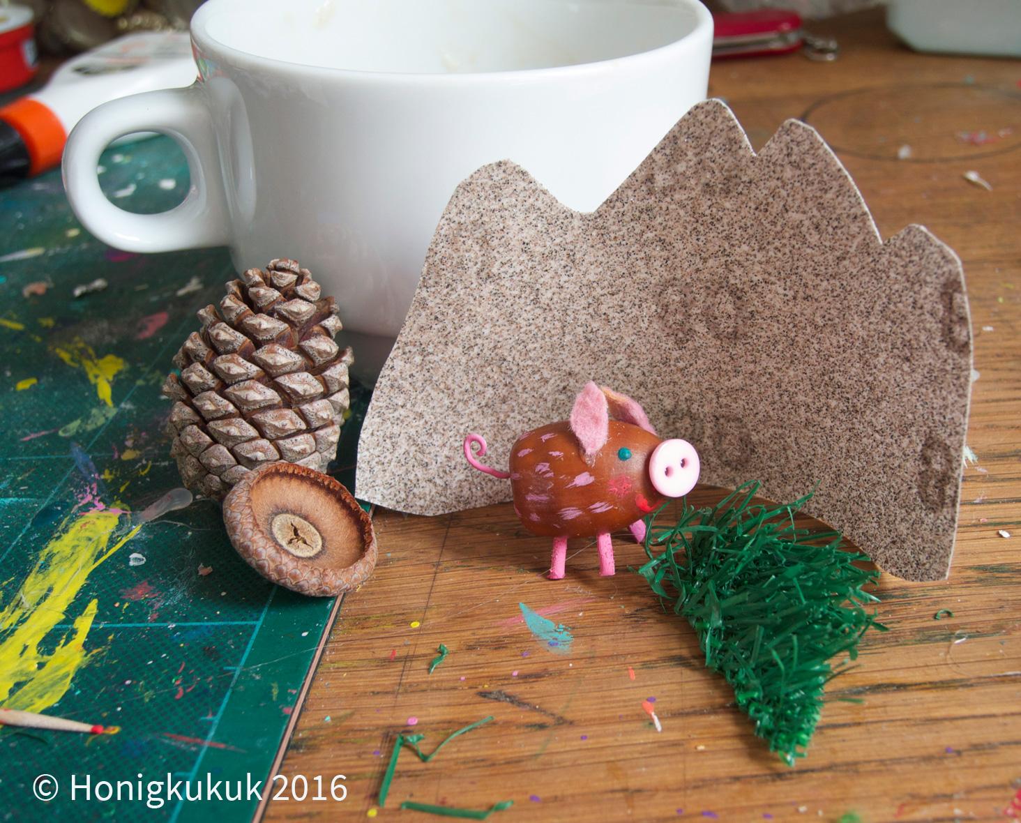 Stillebn mit kleinem Schweinchen