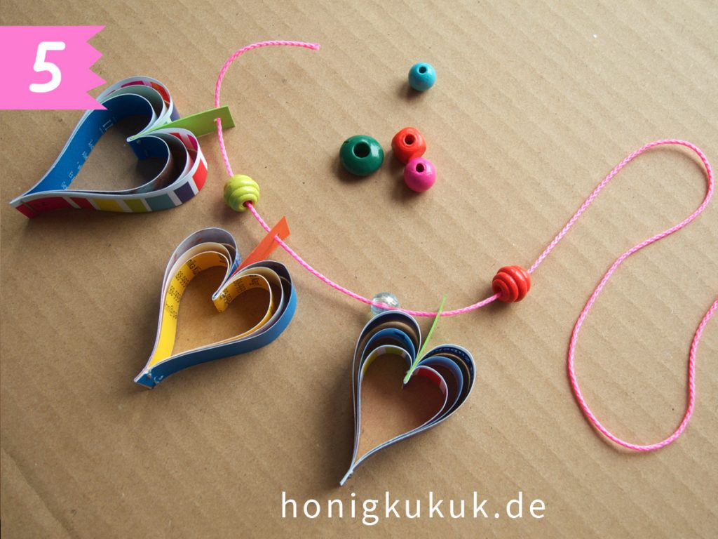 Herzchengirlande zum Valentinstag basteln, Schritt 5