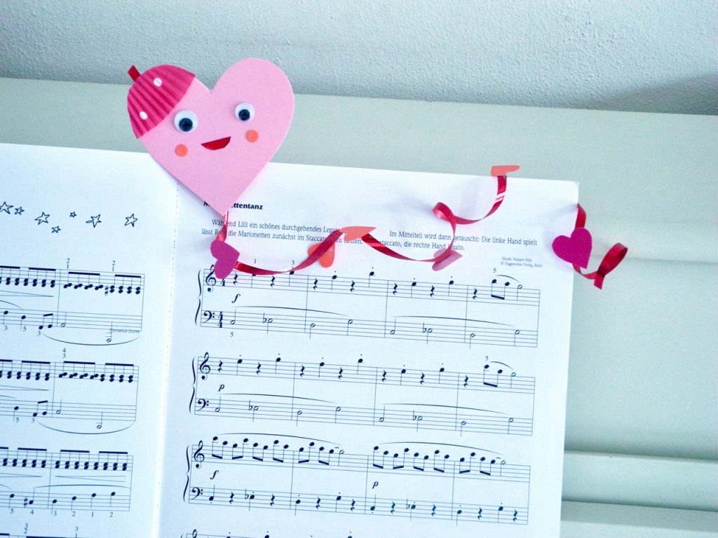 Herz-Drachen, DIY zum Valentinstag, in Aktion