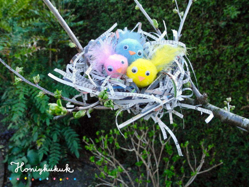 Vogelnester aus Zeitungspapier basteln, Nest im Baum