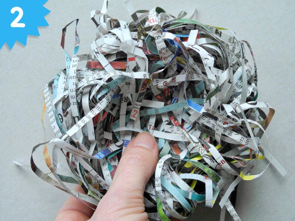 Vogelnester aus Zeitungspapier basteln, Honigkukuk, Anleitung, Schritt 2