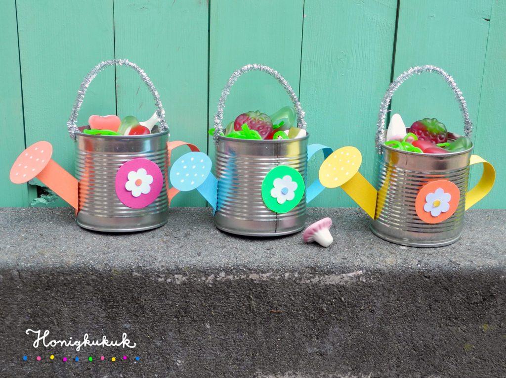 Mitgebsel für die Kinderparty, Gießkannen aus Blechdosen