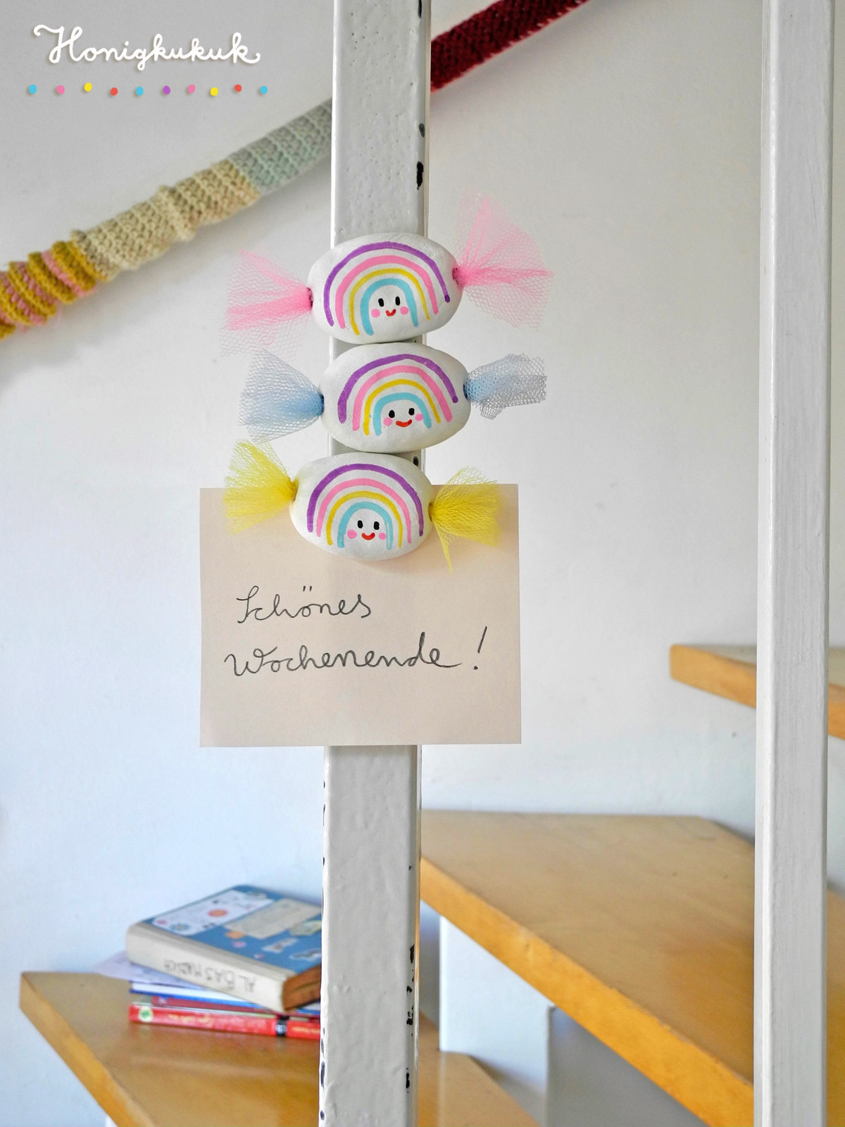 Regenbogen-Bonbons aus Modelliermasse als Magneten